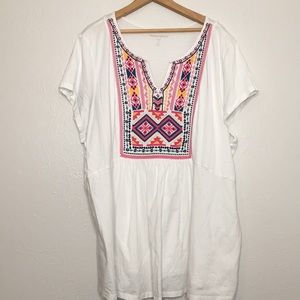 Woman within embroidered shirt 2x